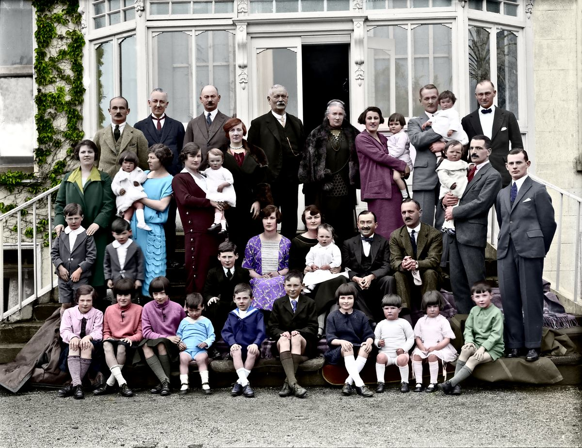 family-colorized result-gallery4